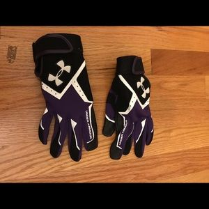 Sports gloves purple and black🏉